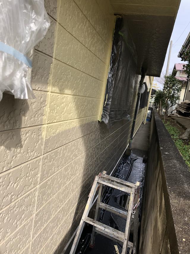 外壁塗料中塗り