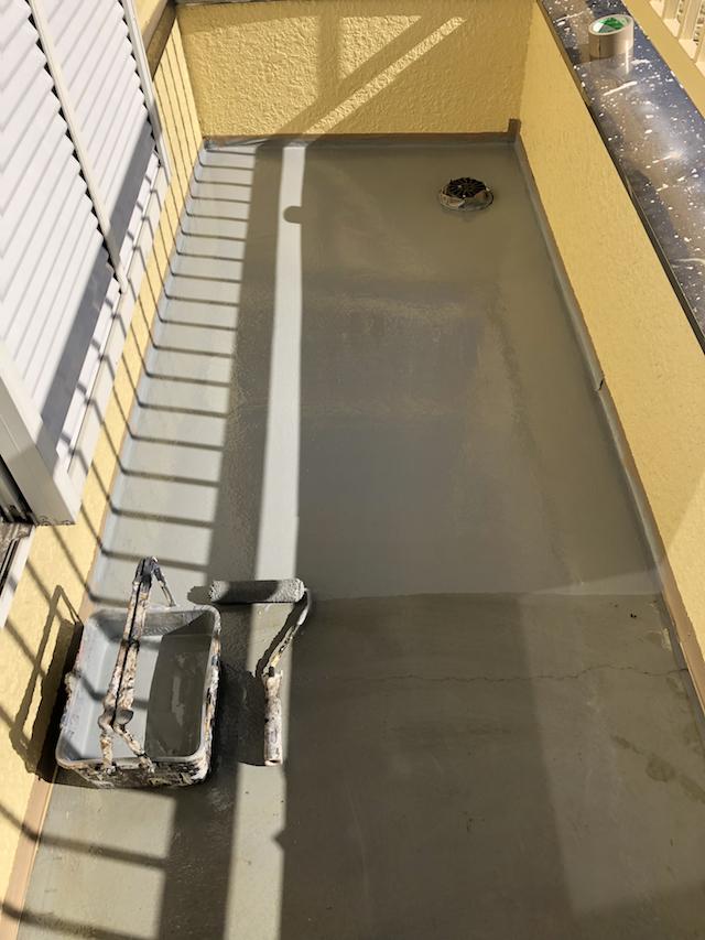 ベランダ防水上塗り
